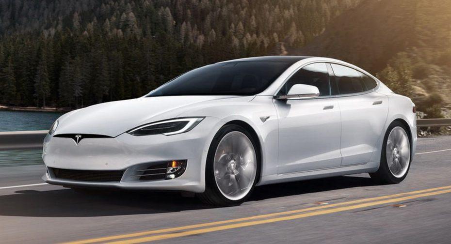 El Tesla Model S se viste de blanco en la capital ¡Ya tiene homologación como taxi!