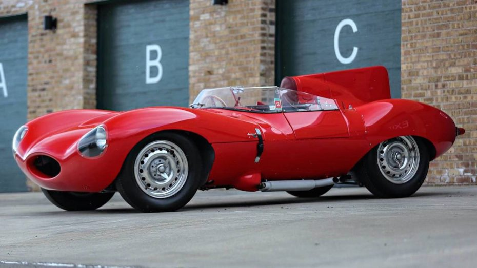 Este Jaguar D-Type fue del mítico Bernie Ecclestone, y ahora puede ser tuyo a golpe de subasta…