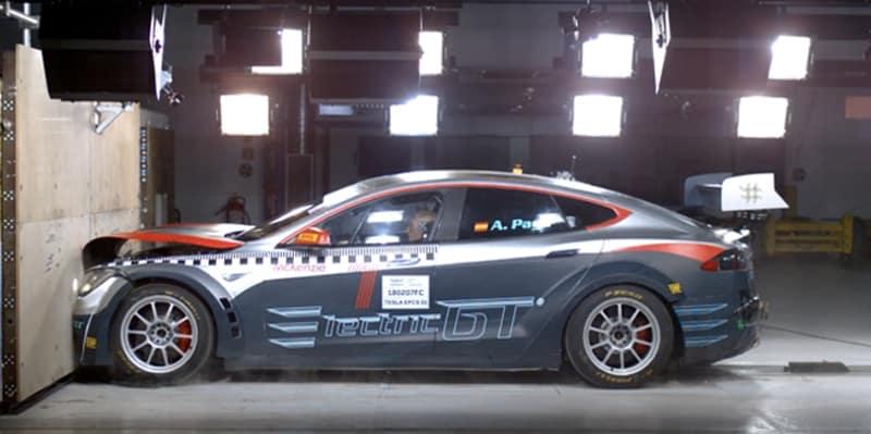 El Tesla Model S P100D de Electric GT supera con éxito el 'crash test' de la FIA: Debutará este año