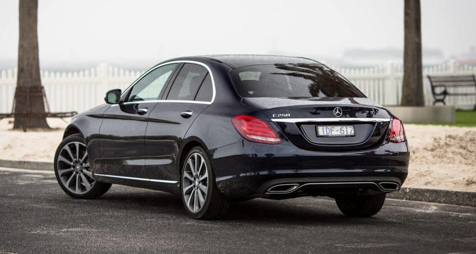 El presidente de Turkmenistán ha prohibido los coches negros, y no es una broma…