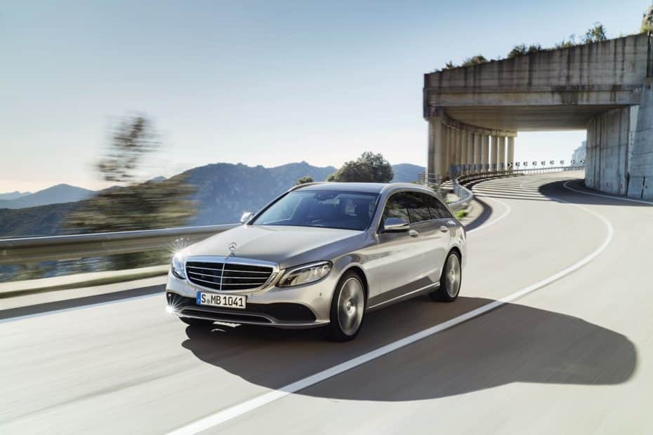 Mercedes-Benz Clase C 2018: Sutiles mejoras estéticas e instrumentación digital para mantenerse al día