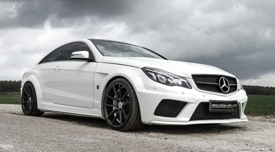Mcchip-DKR nos trae un Mercedes-Benz Clase E C207 con hasta 690 CV y 1.000 Nm de par