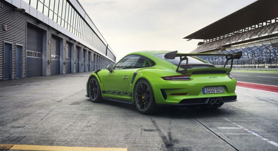 Porsche nos muestra el «renovado» 911 GT3 RS: Un ligero ajuste prestacional acompañado de algo de maquillaje