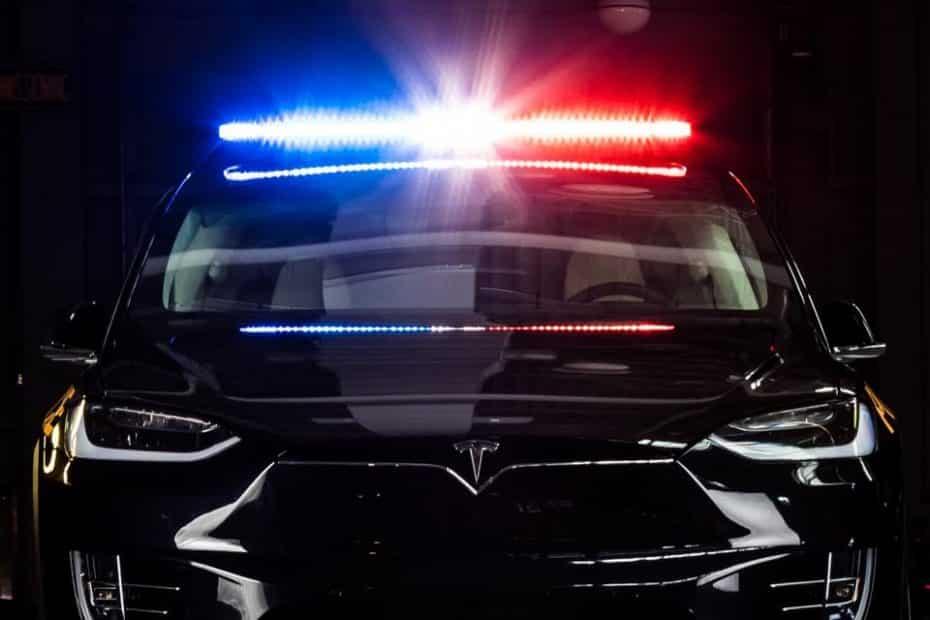La Policía de Ontario estrena montura: Un Tesla Model X que no querrás ver por el retrovisor…