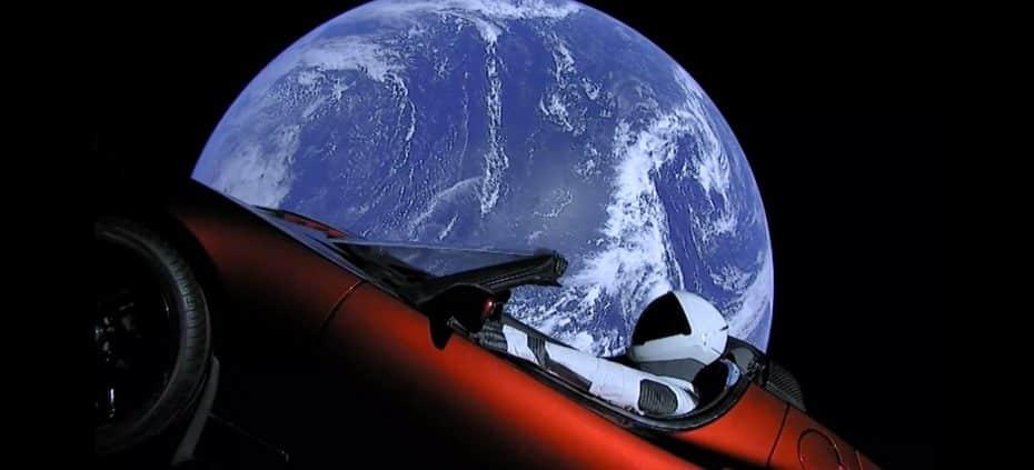Tesla hace historia con el lanzamiento del Falcon Heavy y su Tesla Roadster rumbo a Marte