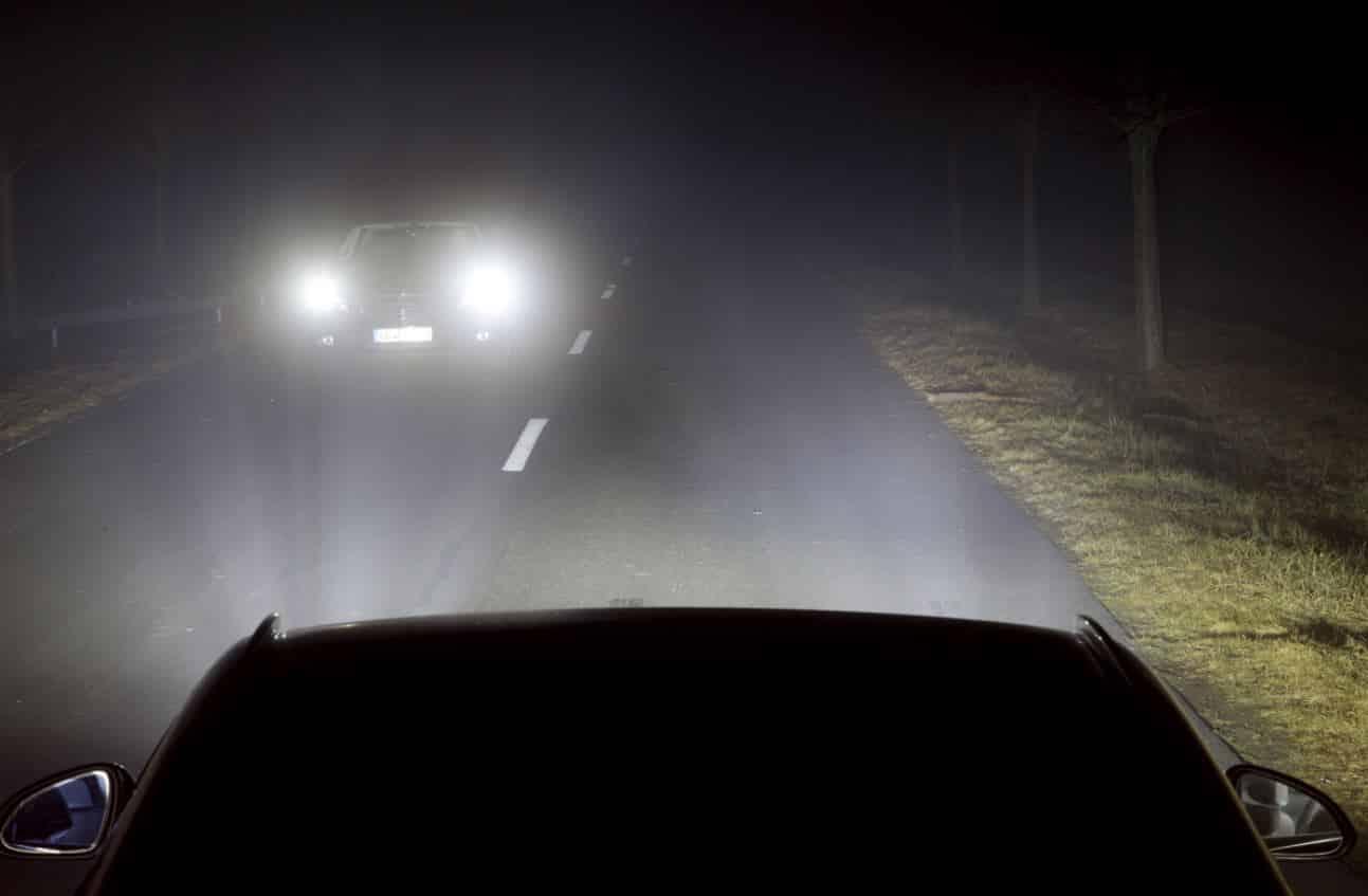 Ojo con las infracciones por montar luces LED en tu coche