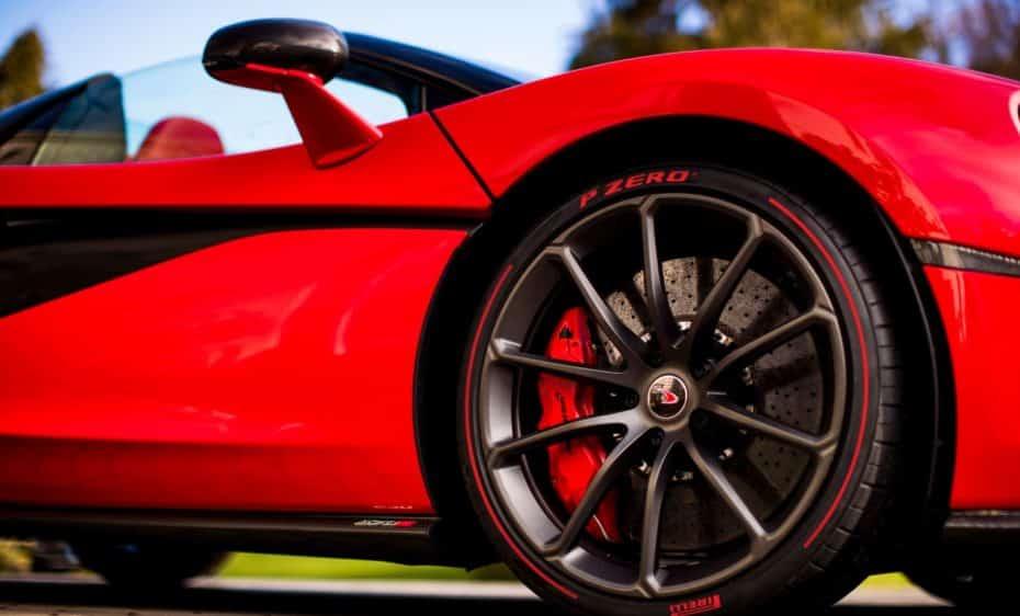 Si eres un romántico, este McLaren 570S Spider hecho por San Valentín es perfecto
