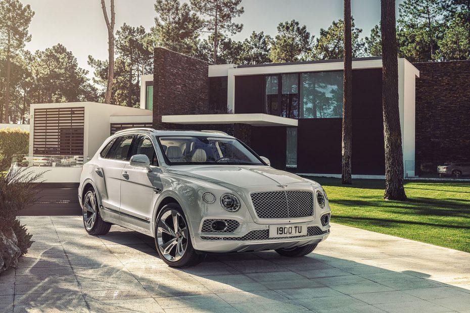 El Bentley Bentayga PHEV se deja ver antes de tiempo: Usará la misma tecnología que el Panamera E-Hybrid