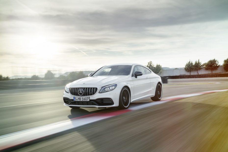 Mercedes-AMG C 63 2018: Sutiles mejoras estéticas y mayor dinamismo, pero mismas cifras de potencia