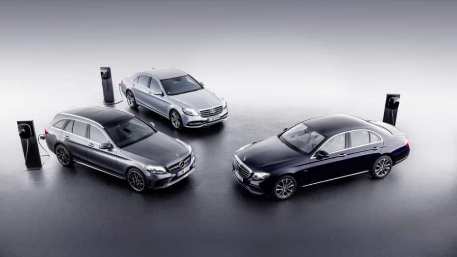 Mercedes-Benz continúa con la electrificación: Llegan los Clase C 300 de y Clase E 300 de