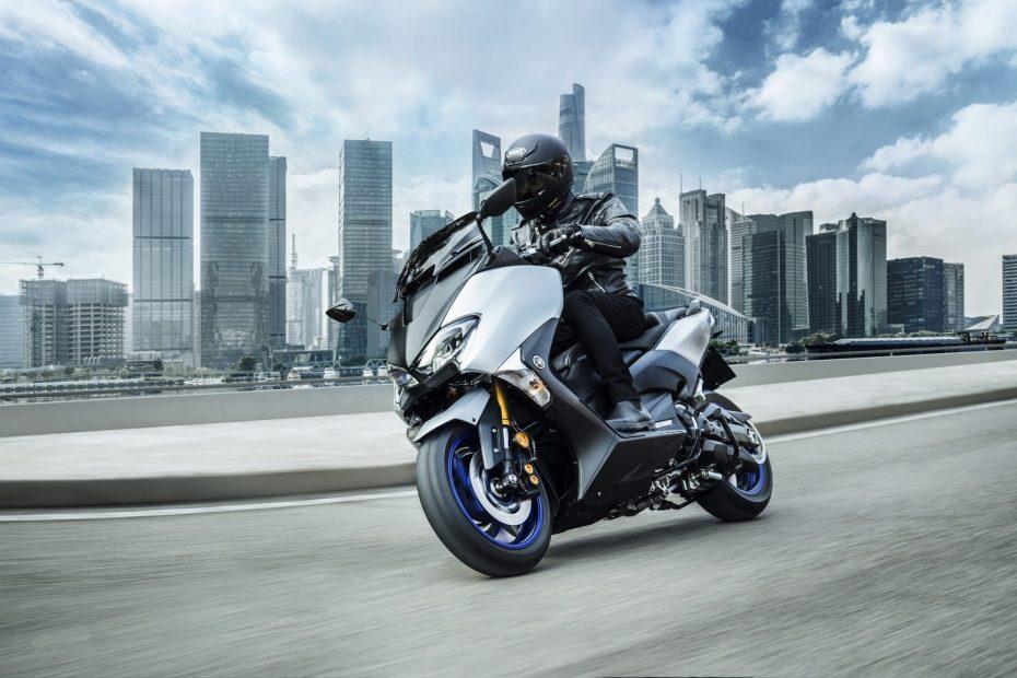 279b5593017 Conducir una moto con lluvia: Consejos y técnicas