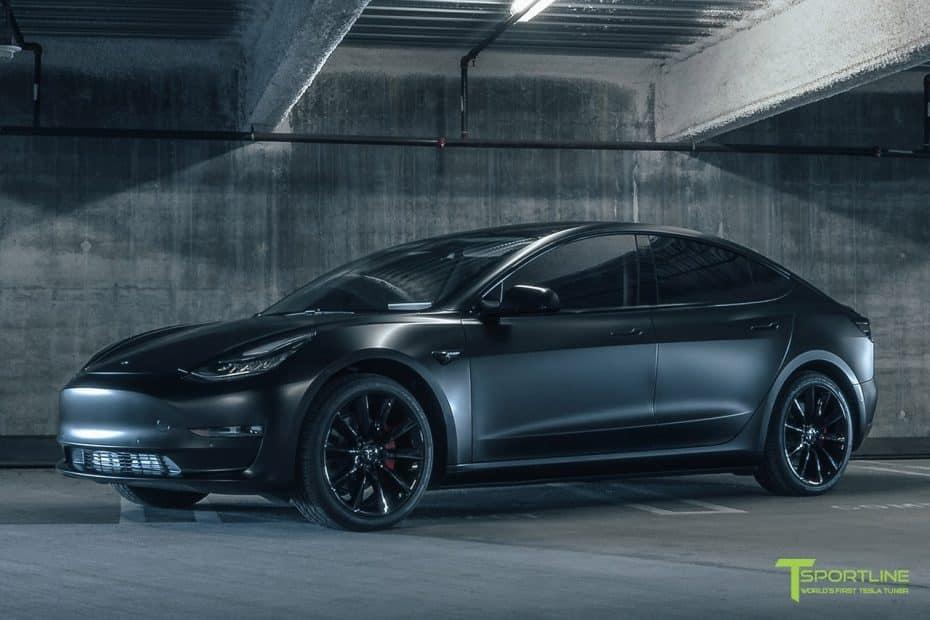 """Te presentamos el exclusivo Tesla Model 3 de T Sportsline: Más """"oscuro"""" que nunca"""