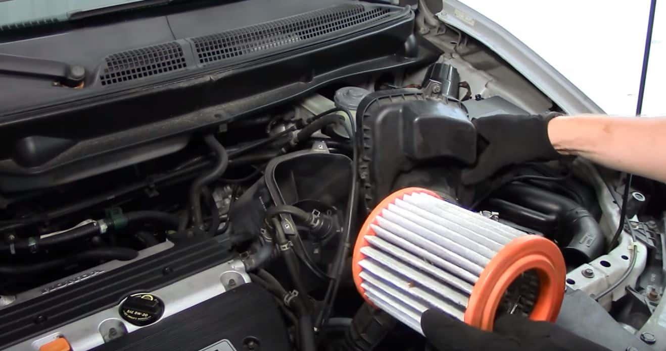 los filtros de aire de papel o celulosa no son buenos y que restringen el rendimiento del motor