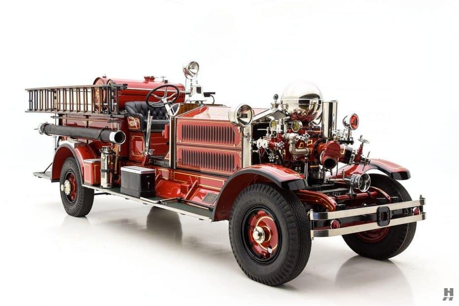 Este camión de bomberos es un Ahrens-Fox N-S-4 de 1927 ¡Y ahora está a subasta!