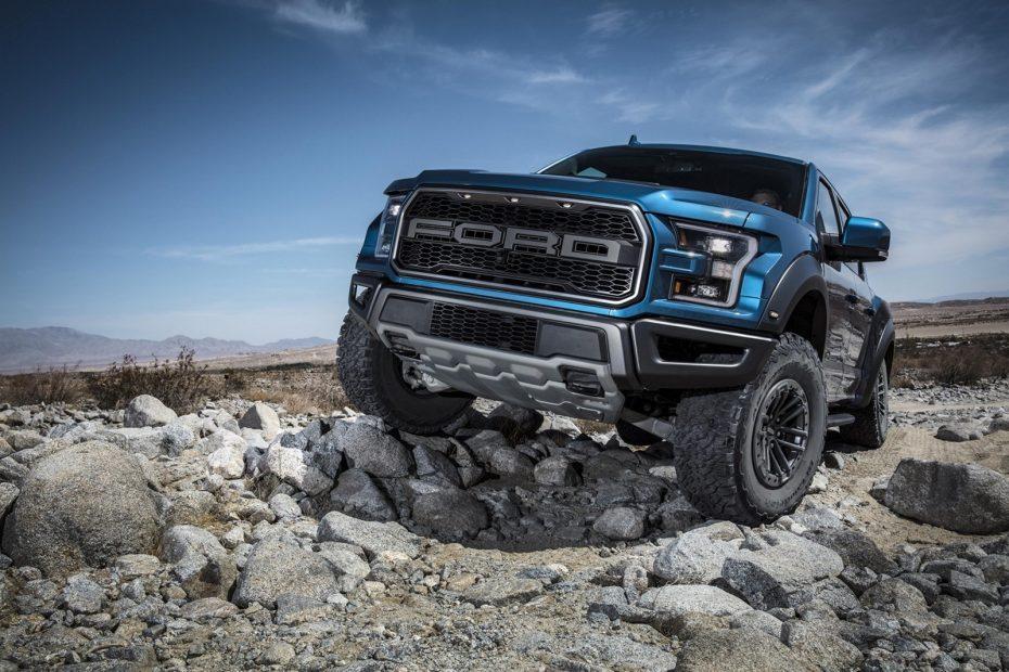 """El Ford F-150 Raptor 2019 tiene una suspensión preparada para """"volar"""": Listo para reírse de los SUV"""