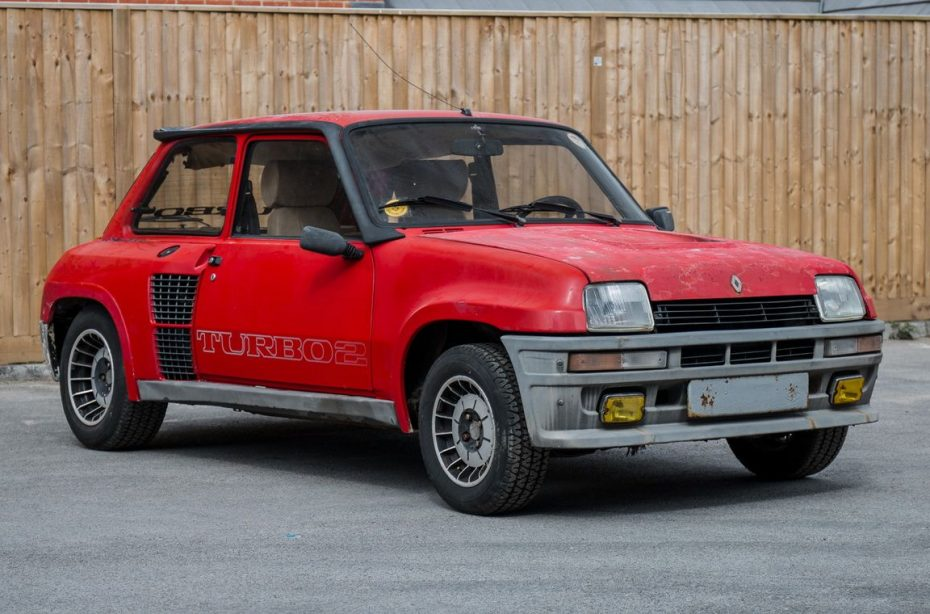 Este Renault 5 RS Turbo 2 Evolution puede ser tuyo, aunque necesita una restauración…