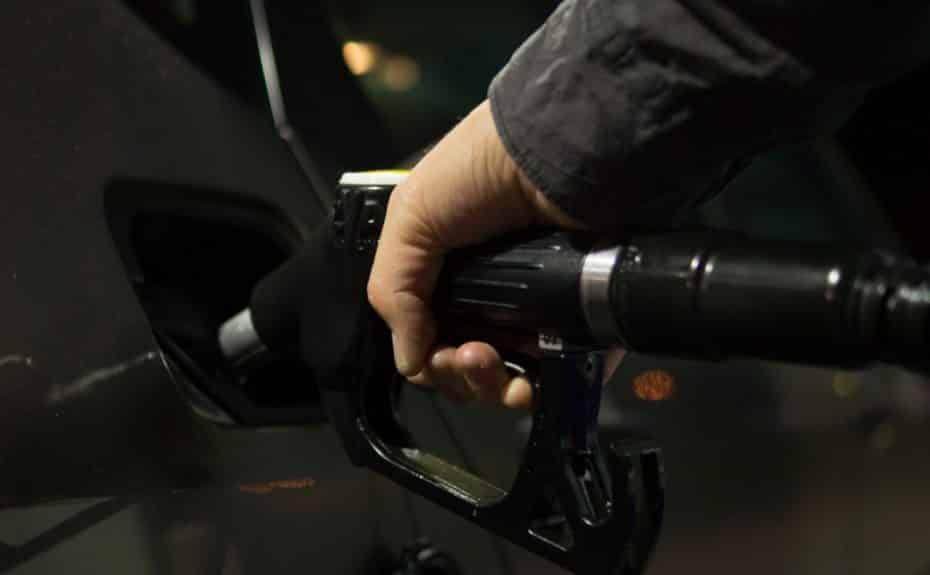 ¿Por qué está subiendo tan rápido el precio del petróleo?: Así sabrás de quién acordarte cuando pases por el surtidor