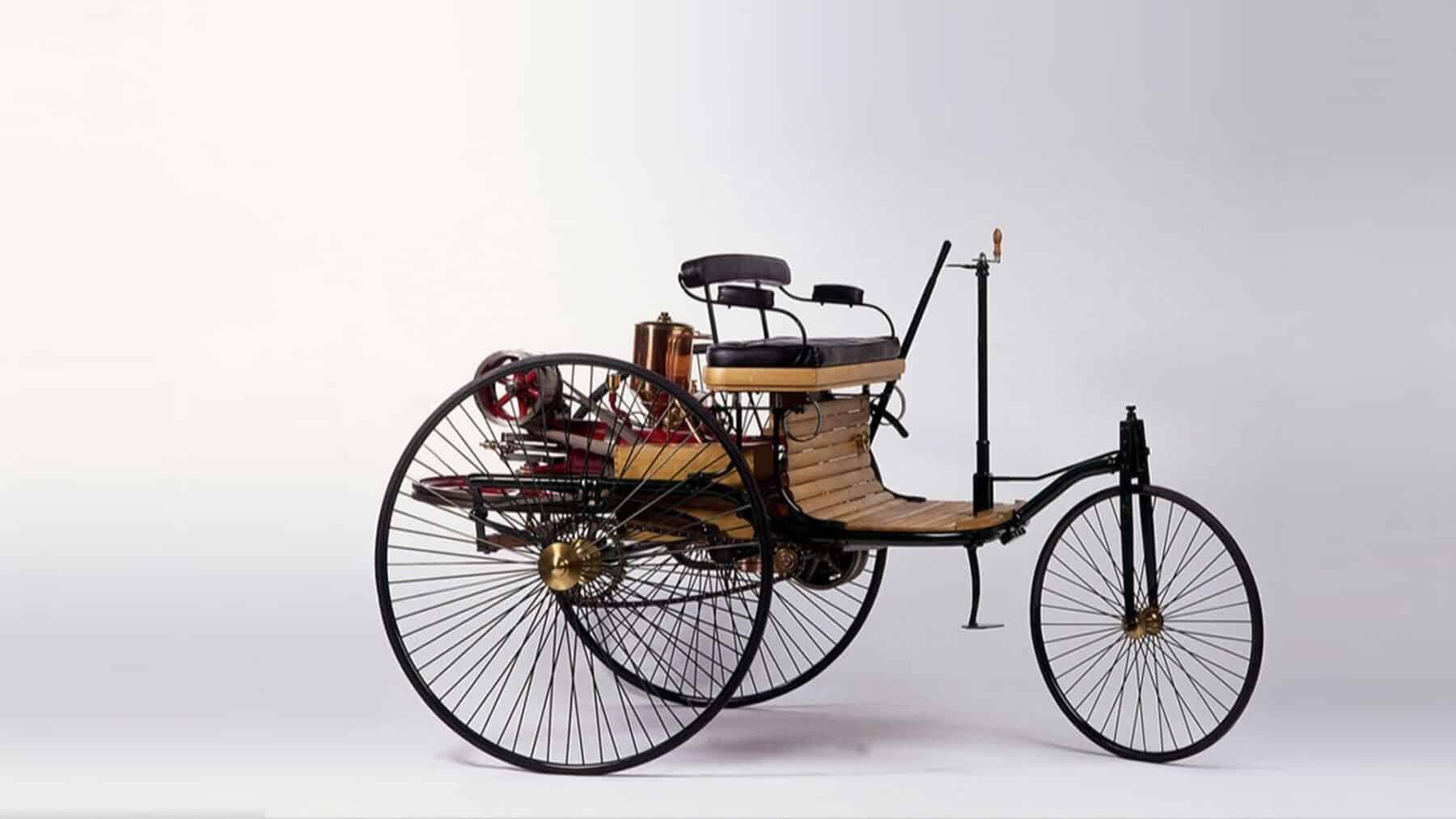Mercedes inventó el primer automóvil moderno
