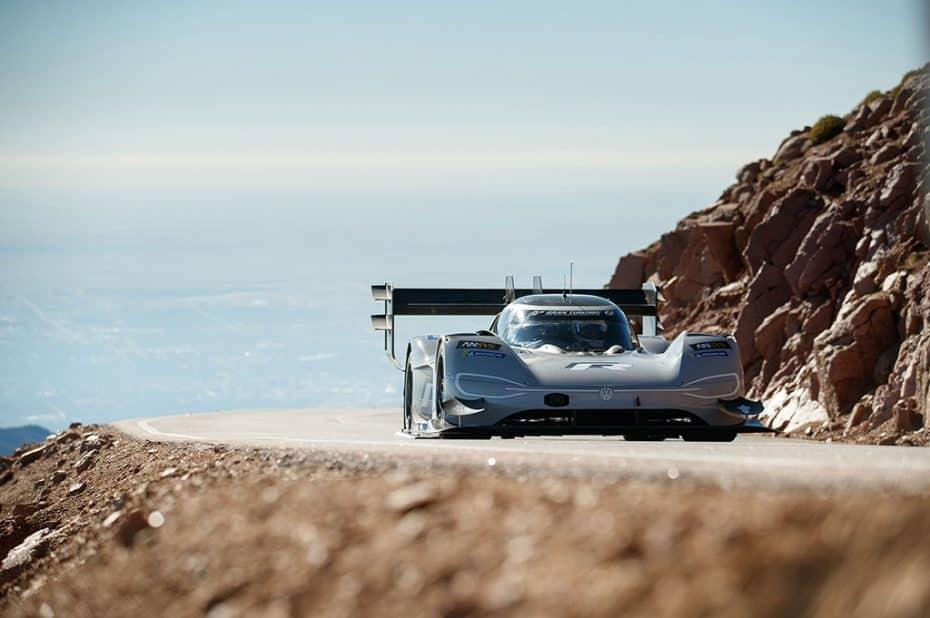 El VolkswagenI.D. R arrasa en Pikes Peak: ¿Quién dijo que el récord de Loeb era insuperable?