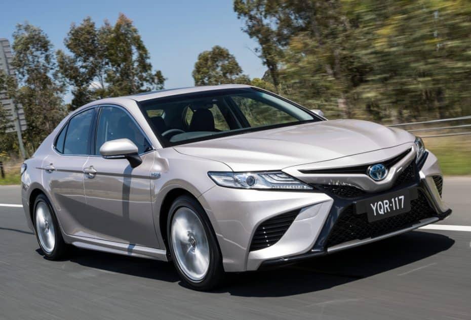 Adiós Avensis, hola Camry: La berlina grande de Toyota regresará a Europa