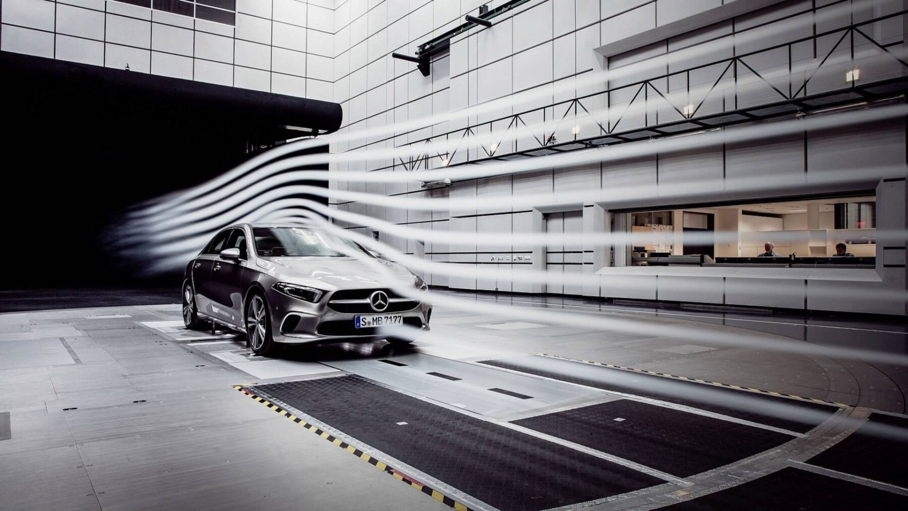 Primeras im genes oficiales del mercedes benz clase a sed n for Mercedes benz global