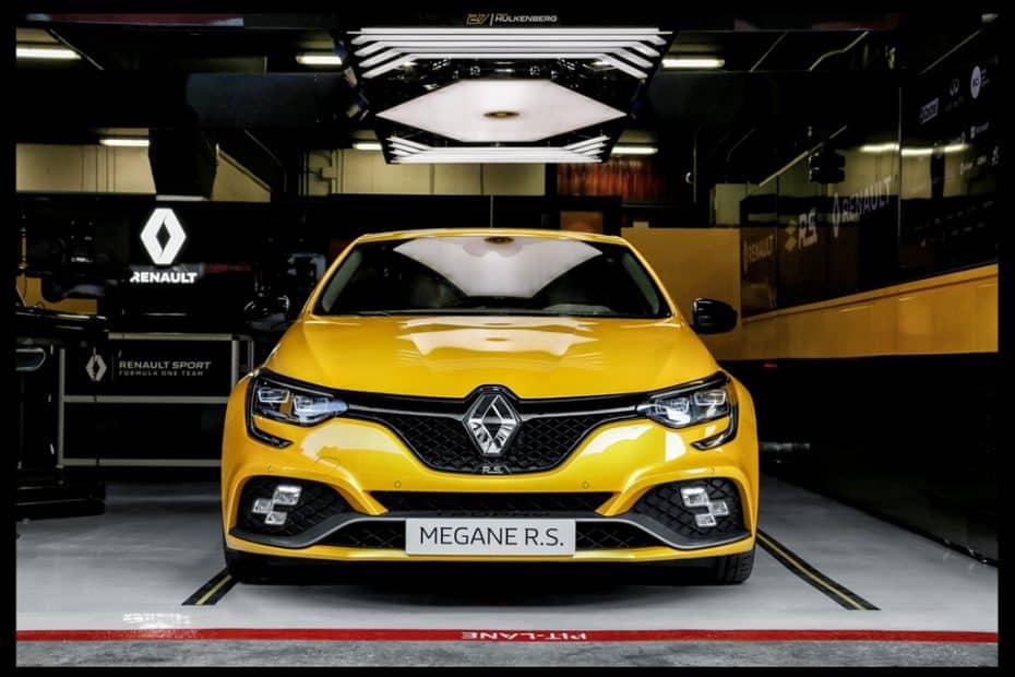 ¡Oficial! Así es el nuevo Renault Mégane R.S. Trophy: Ahora con 300 CV y una estética aún más agresiva
