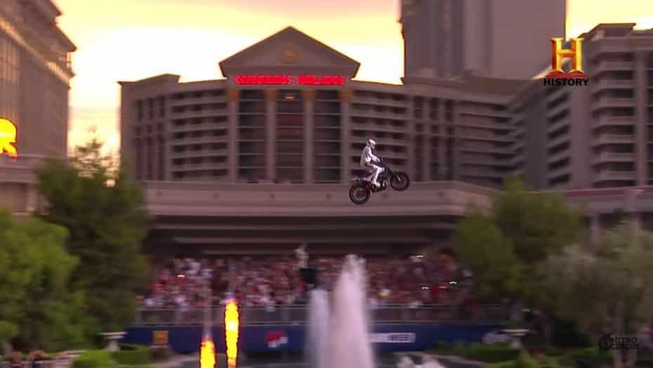 Así ha honrado Travis Pastrana con tres saltos extremos a Evel Knievel, padre de las acrobacias