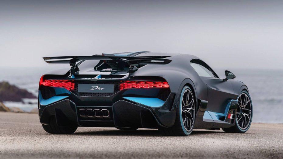 Si te ha gustado el Bugatti Divo, en esta extensa galería de imágenes puedes conocer todos sus detalles