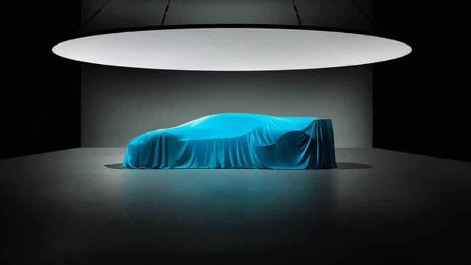 El Bugatti Divo se deja ver bajo la lona: Sólo 40 unidades a razón de 5 millones de euros cada una