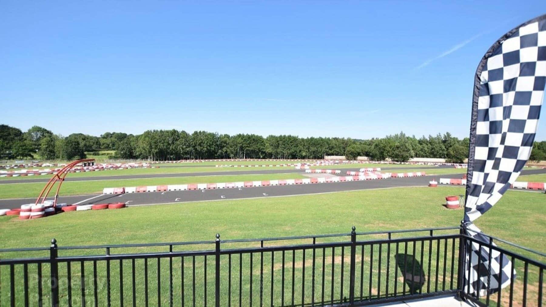 Circuito Karts : Ahora puedes comprar tu propio circuito de karts con mansión incluida