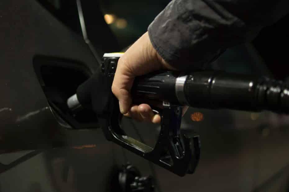 El gobierno planea prohibir la venta de coches gasolina, diésel e híbridos para año 2040