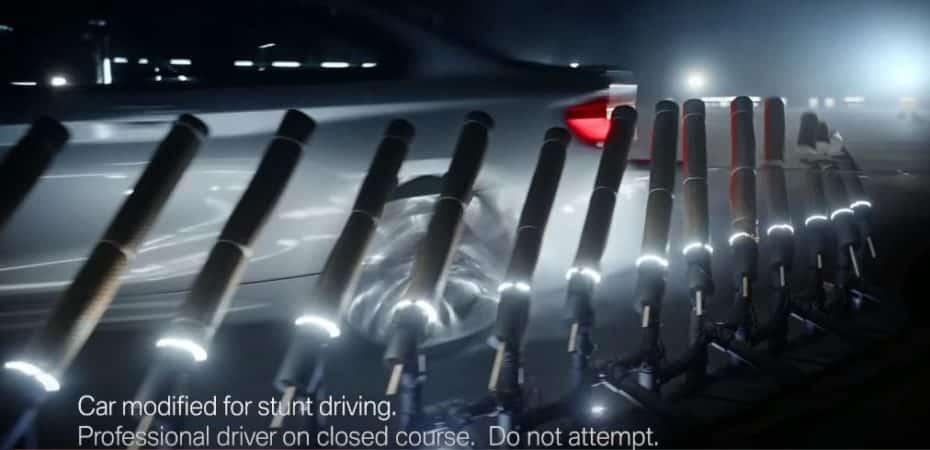El BMW M2 Competition sigue acumulando récords extraños: De cuchillos y bambú va la cosa