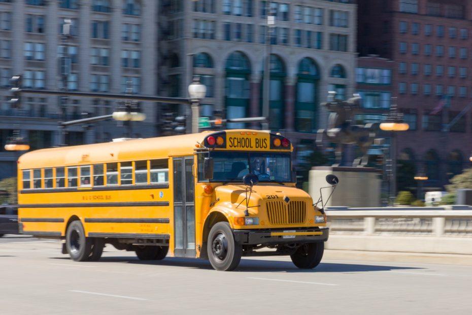 De los carruajes al autocar amarillo pollo: La fascinante historia de los icónicos autobuses escolares