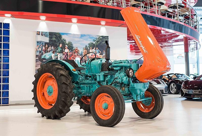 Es un Lamborghini, pero no un superdeportivo ¡A subasta un tractor muy especial!