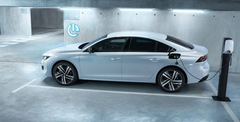 Peugeot se anima con los híbridos enchufables y hay para todos los gustos: 508, 508 SW y 3008