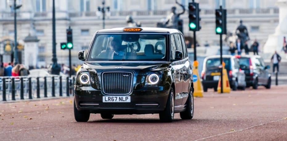 """Atento taxita, el """"típico taxi londinense"""" quiere llegar a nuestras calles: Un eléctrico con generador"""