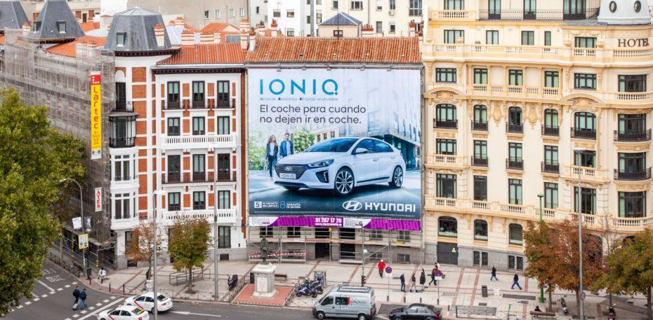 Curiosamente, esta lona publicitaria reduce la contaminación y hay una en Madrid