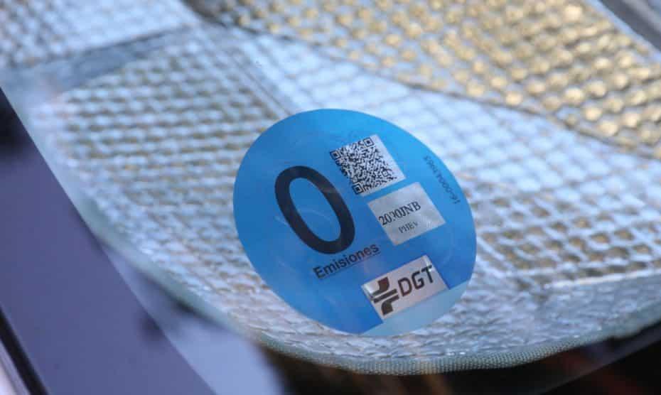 La DGT informa de nuevos fallos en el etiquetado medioambiental: Podrías tener la pegatina errónea