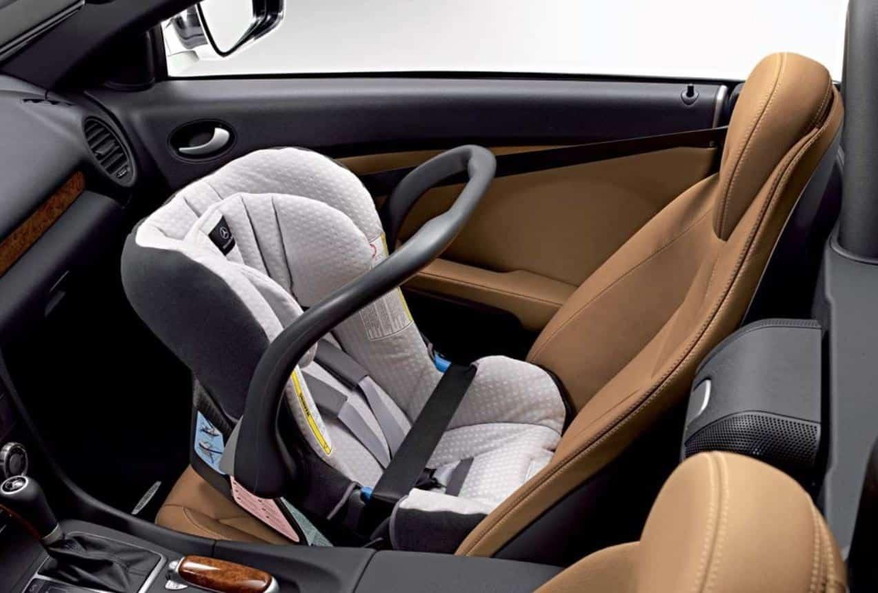 Cómo deben ir sentados los niños en el coche