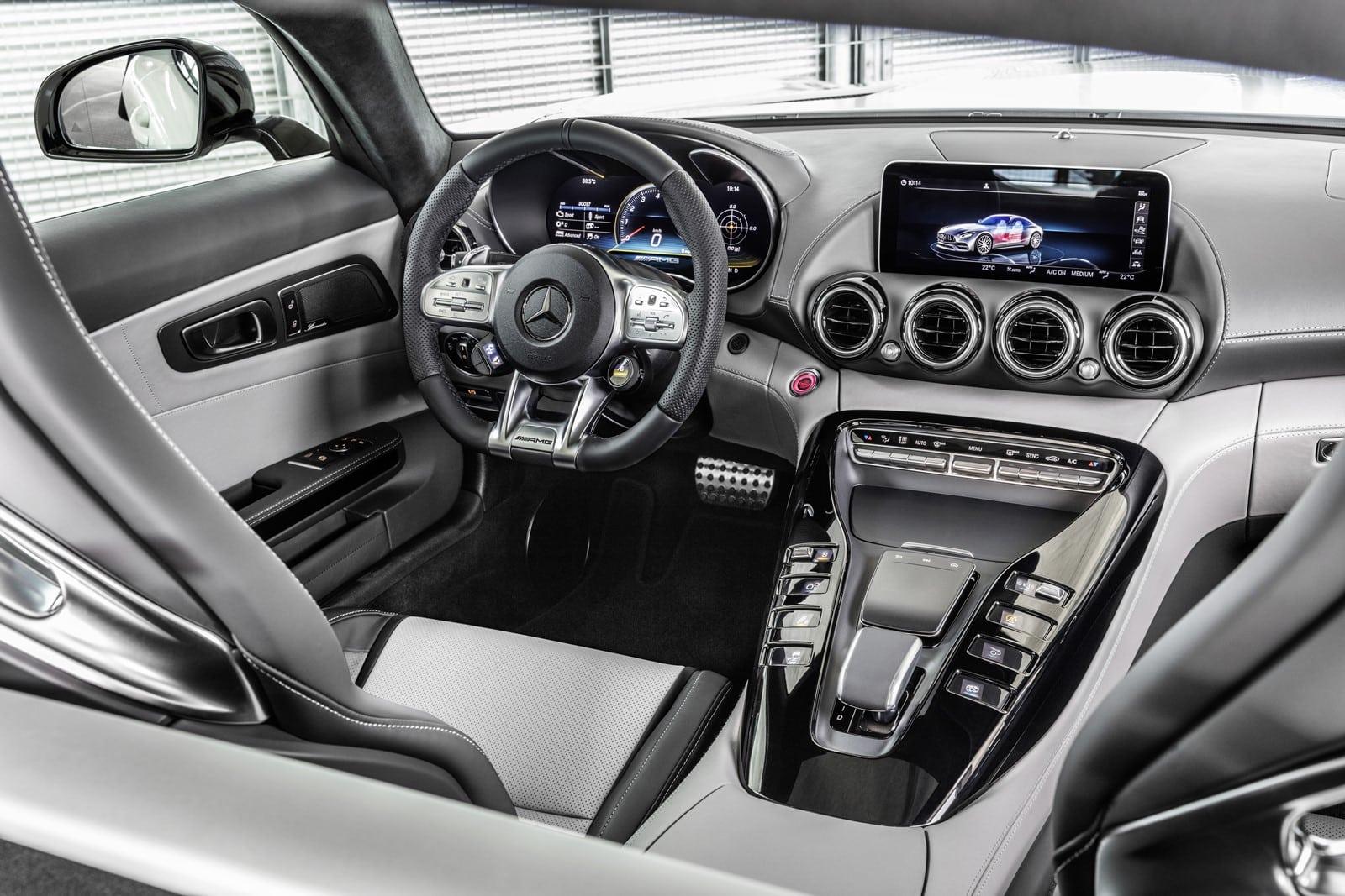 La familia Mercedes-AMG GT se renueva de cara a 2019: Sutiles cambios estéticos y nuevo cuadro digital