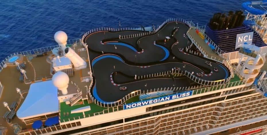 Así es el karting más largo jamás construido en un crucero y además, ¡8 vueltas por 8.75 euros!