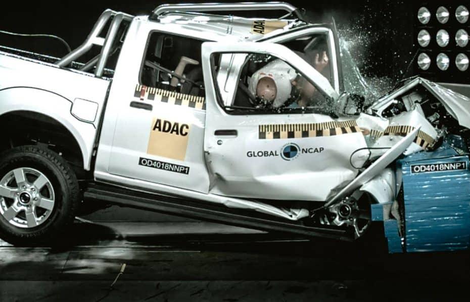 ¿Cero estrellas en las pruebas de choque?: Este Nissan NP300 Hardbody es vergonzoso…