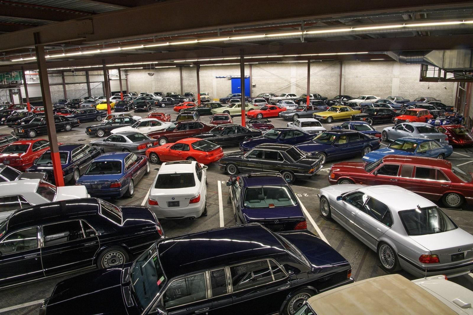 Garage con coches embargados