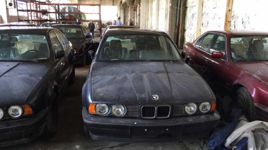 ¿Buscas un BMW Serie 5 E34? Estos han aparecido abandonados y van a subasta con 0 kilómetros