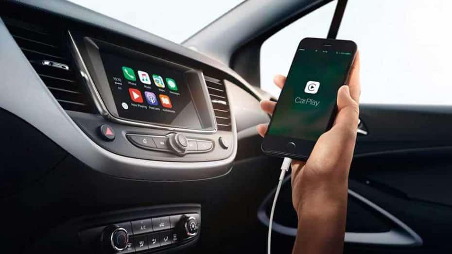 ¿Por qué el móvil carga más lento en el coche? Esta es la solución