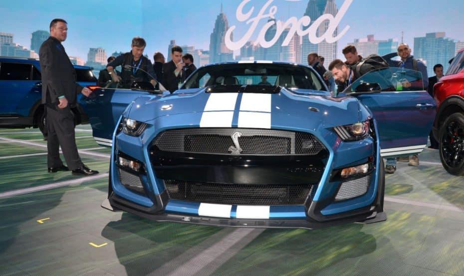 El Ford Mustang Shelby GT500 es muy bestia en directo y aquí tienes la prueba…
