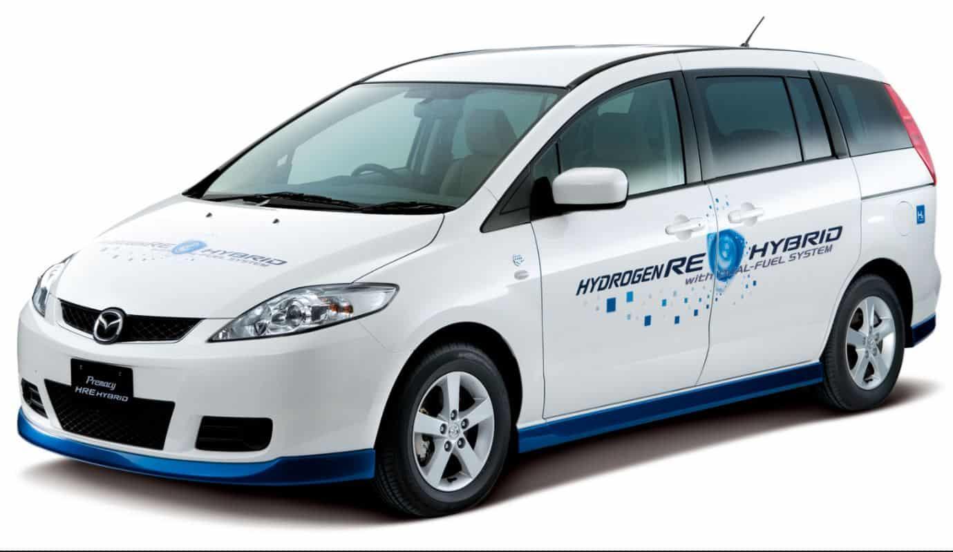 Coche Mazda equipado con un motor de hidrógeno