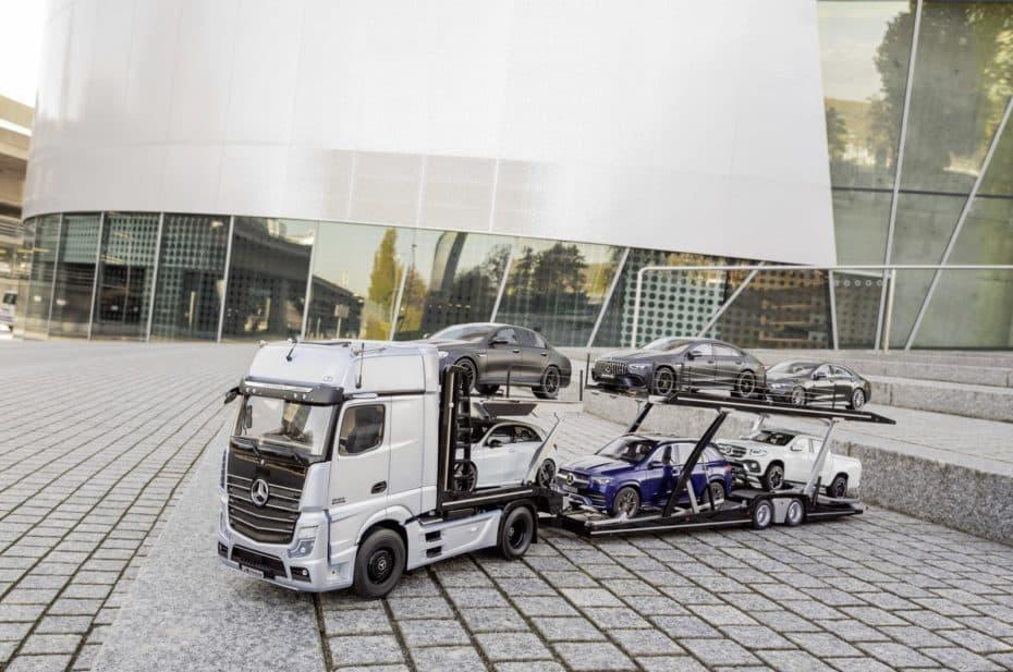 ¿Coleccionista de la escala 1:18?: Pues atento a este camión de transporte Mercedes porque te va a encantar