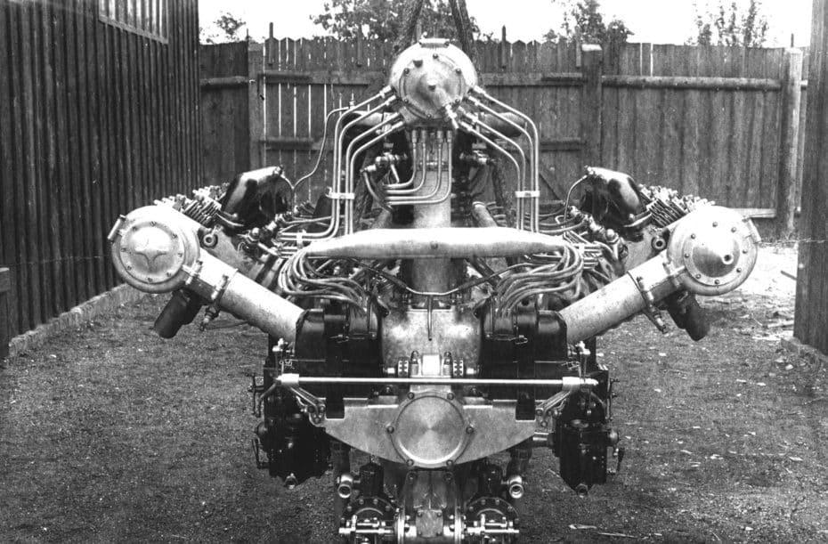 Porque antes de pertenecer a Volkswagen, Skoda ya tenía un motor W12