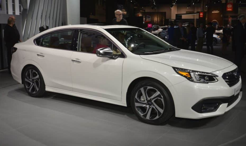 Así es el Subaru Legacy en directo: Exterior conservador y un interior muy tecnológico